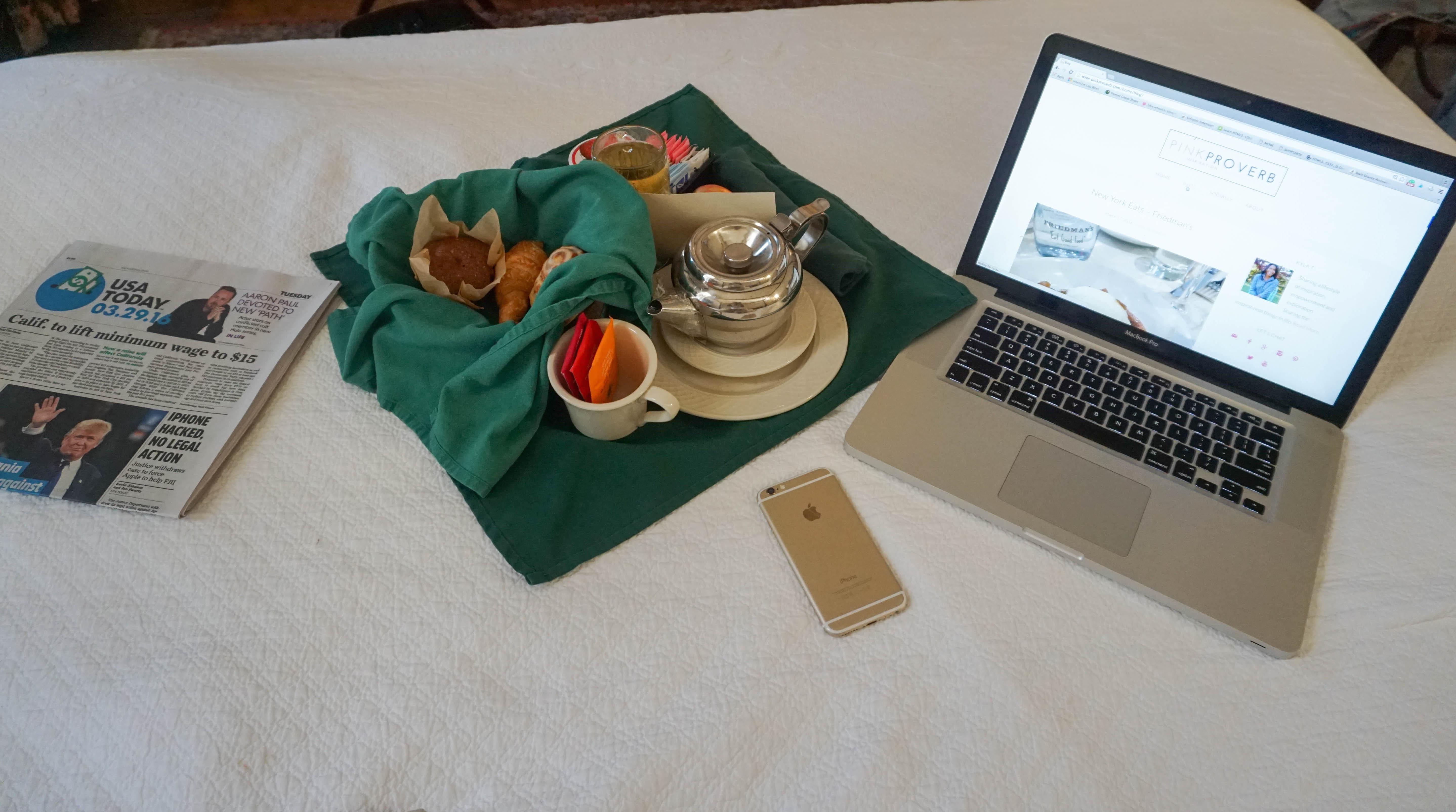 Breakfast-in-bed-charleston-south-carolina